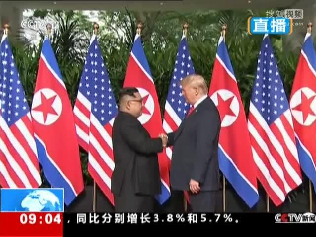 金正恩与特朗普握手致意