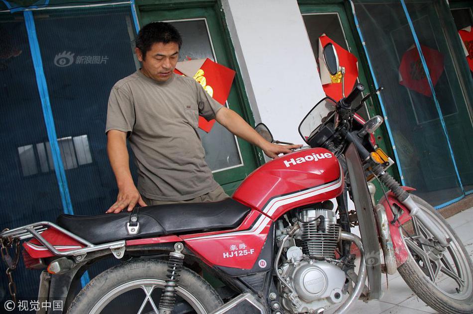 为寻子骑坏10辆摩托车