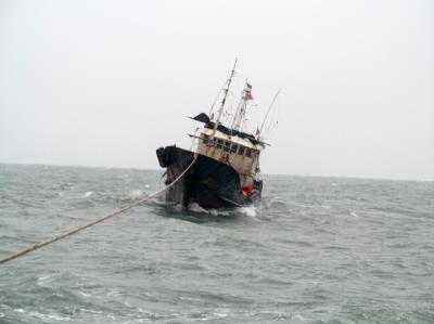 惊险!假期第一天,湛江一渔船载7人出海遇险获救