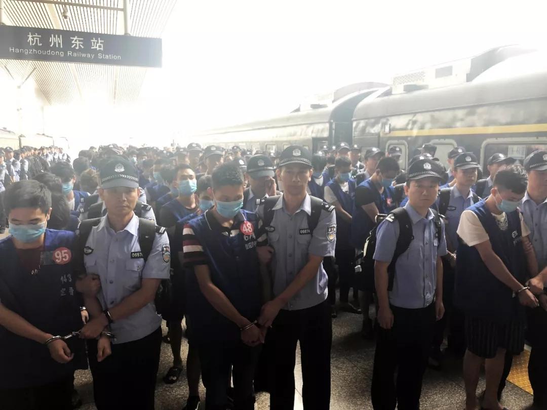 加挂5节车厢 161名诈骗嫌疑人被押解回浙江