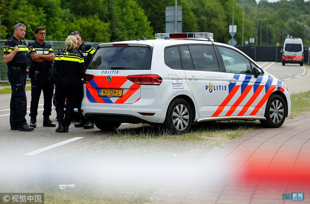 荷兰音乐节巴士撞人群