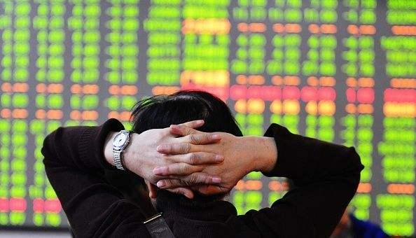 A股跌破3000点创2年新低 逾百股跌停