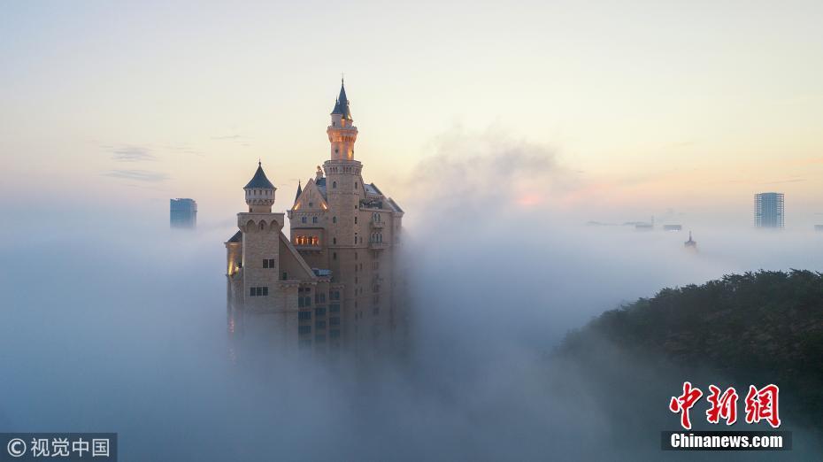 大连出现平流雾美景