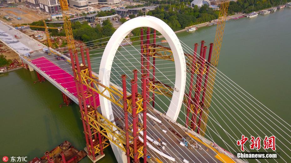 """世界跨度最大""""反对称结构斜拉桥""""即将通车"""