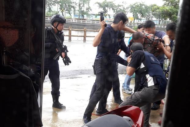 台湾高雄街头爆发枪战 警方开16枪