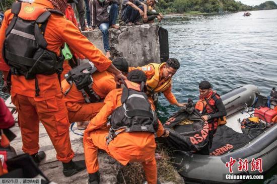 印尼渡轮倾覆事故致多达192人失踪