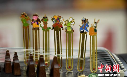 中国首套蒙古族特色十二生肖书签面世