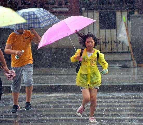 西南地区东部江南等地有大到暴雨 华北黄淮等地有高温天气