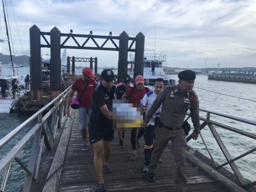 中国游客在泰国海边玩时被大浪拍下岸 致1死2伤