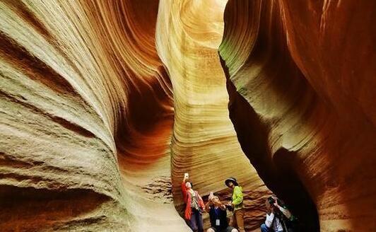 藏在黄土高原上的新晋网红,堪比美国羚羊谷的魔境奇观