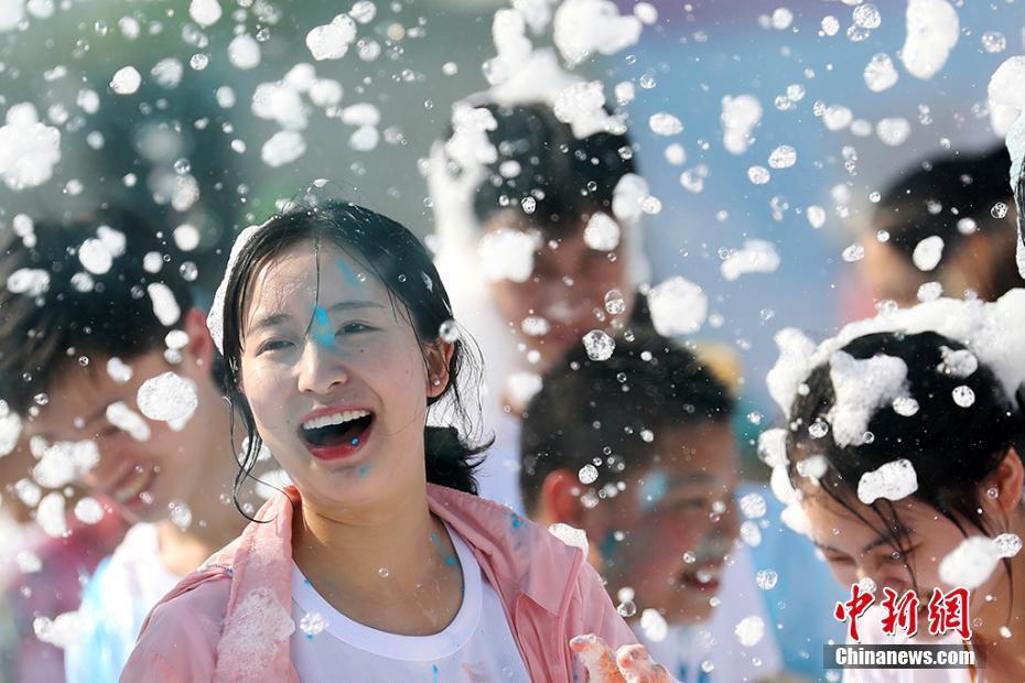 南京师生趣炫泡泡跑