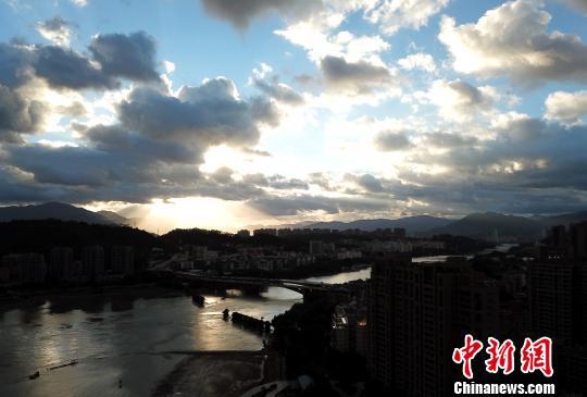 福州江滨云彩变幻莫测