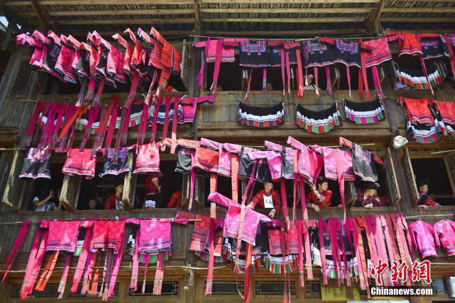 广西红瑶举办晒衣节