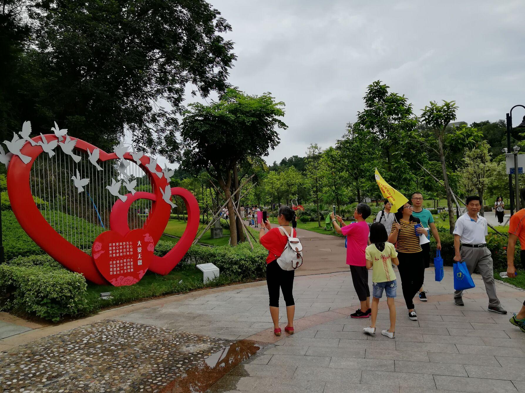 70多名市民参加第六期创文体验之旅 感受江门新变化