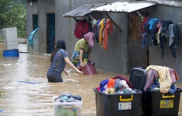 菲律宾连降大雨致3死38万人流离失所,大暴雨将持续至15日