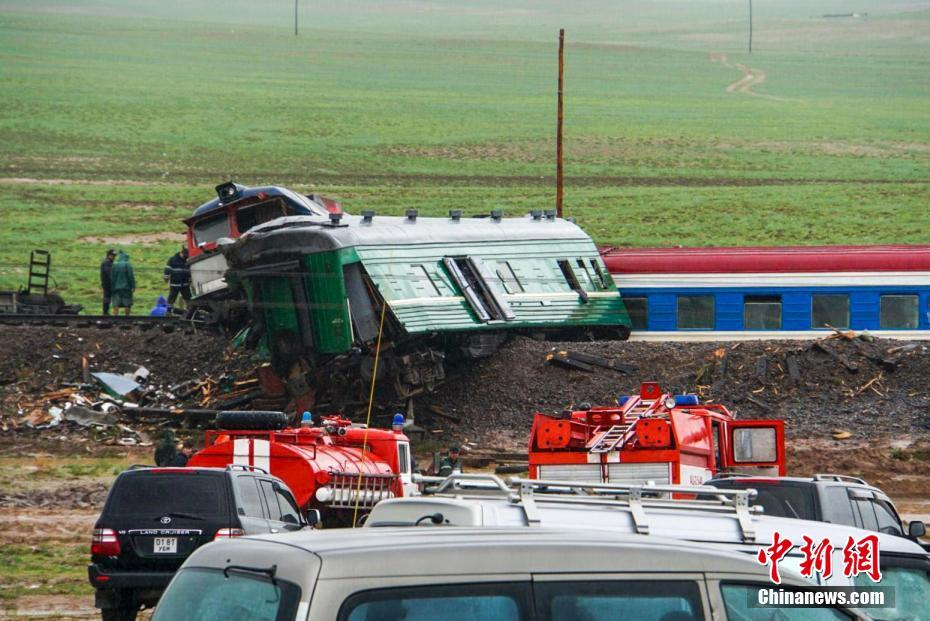 蒙古国发生旅客列车脱轨事故