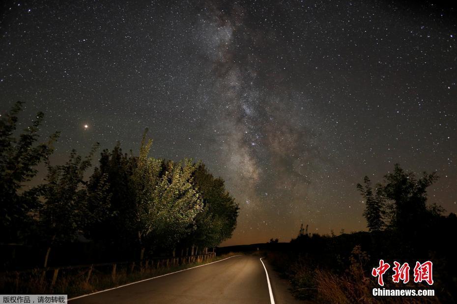 全球多地上空流星划过