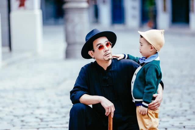 陈小春回应食言再带Jasper上《爸爸6》:是儿子自己想要来