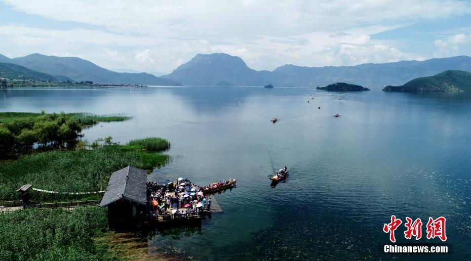 八月的泸沽湖景色迷人