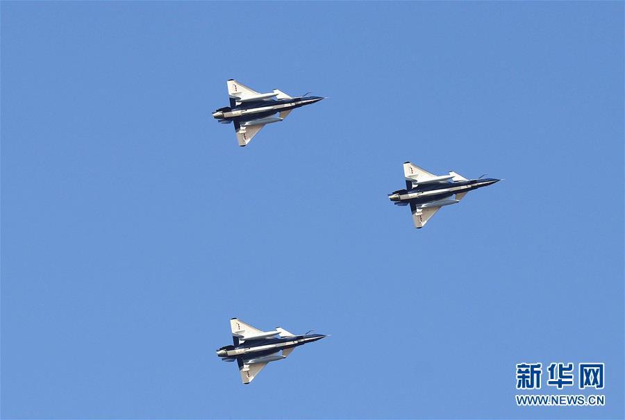 空军八一飞行表演队赴俄飞行表演 频繁走出国门