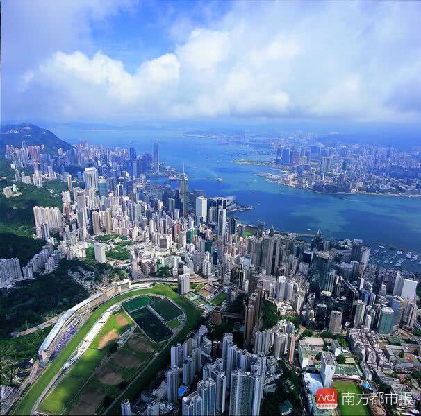 """香港""""房祖宗""""坐拥15645套房产!房叔房婶都跪了"""