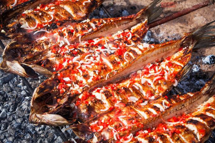 这才是正宗新疆烤鱼,其它地方吃不到