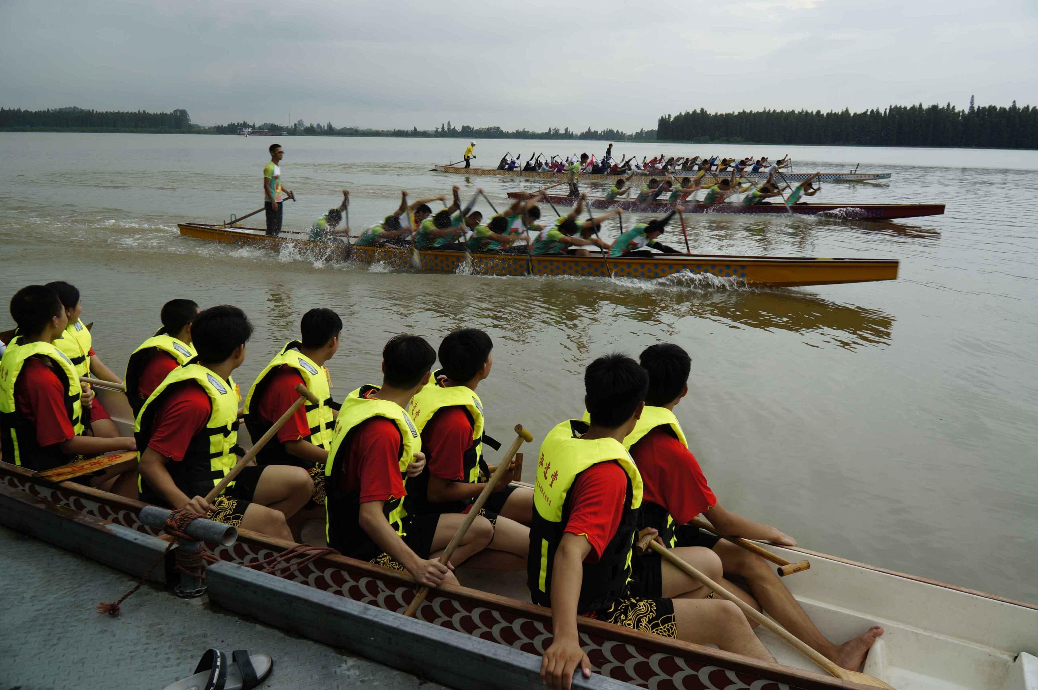 我市首个青少年龙舟培训班开班 下水感受龙舟运动的魅力