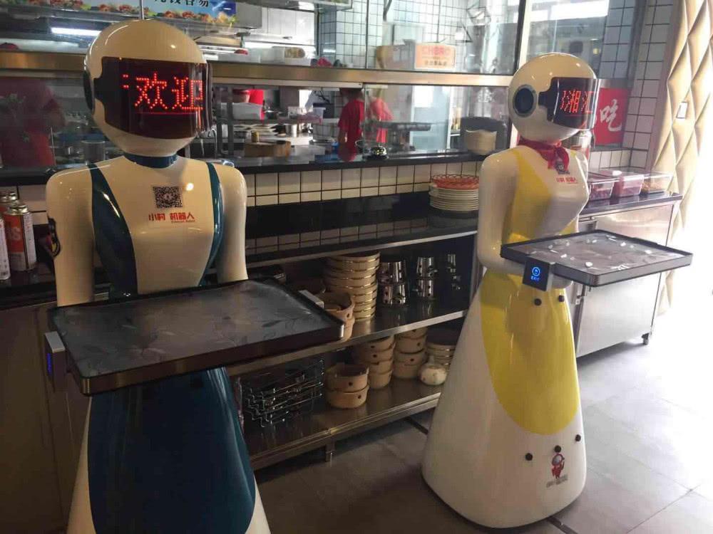 深圳首个机器人新概念餐厅开业,连炒菜都要用机器人!