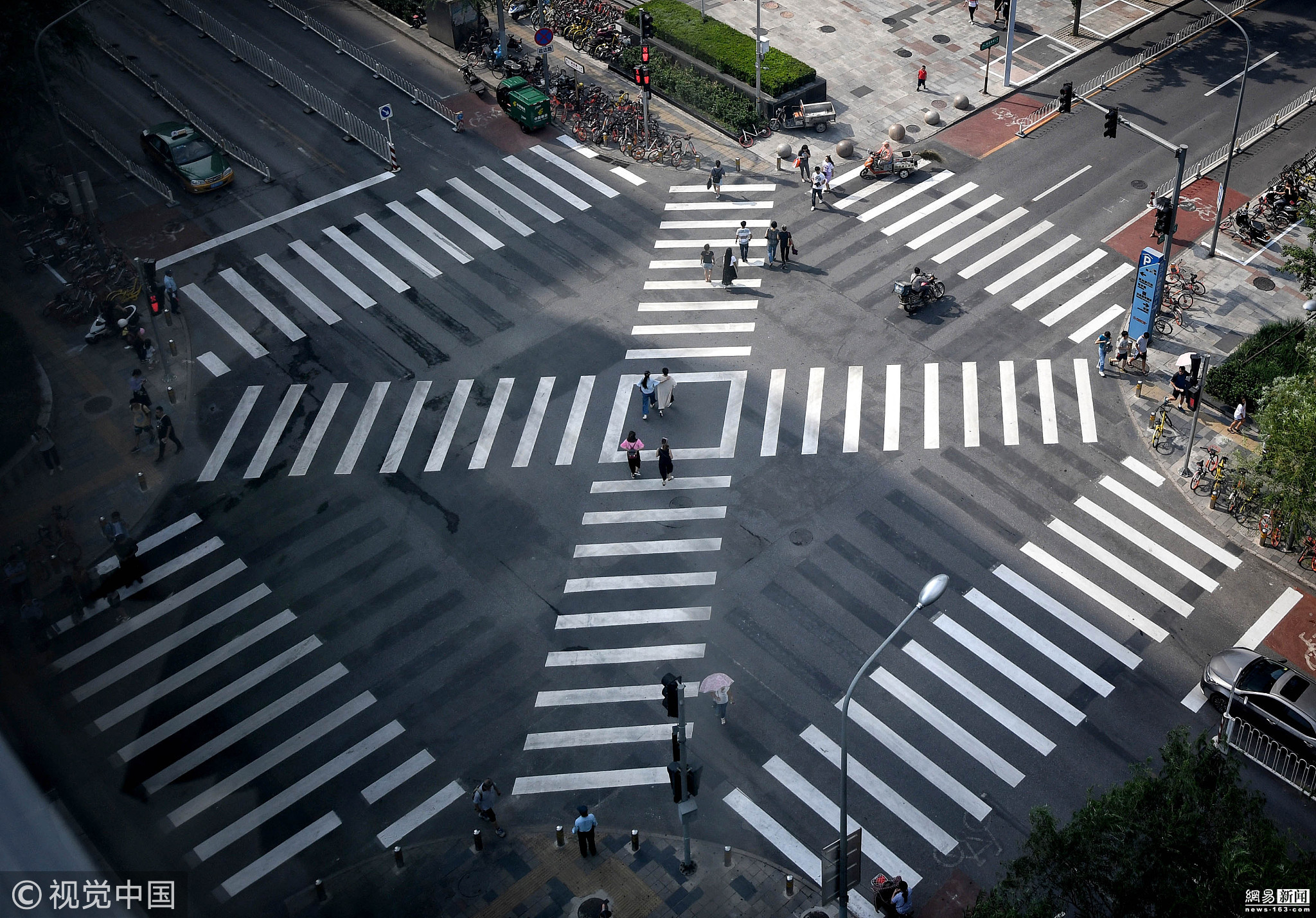 北京首个全向十字路口