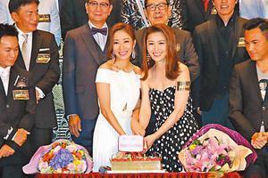 杨怡与周丽淇同庆39岁生日 二人同年同月同日生