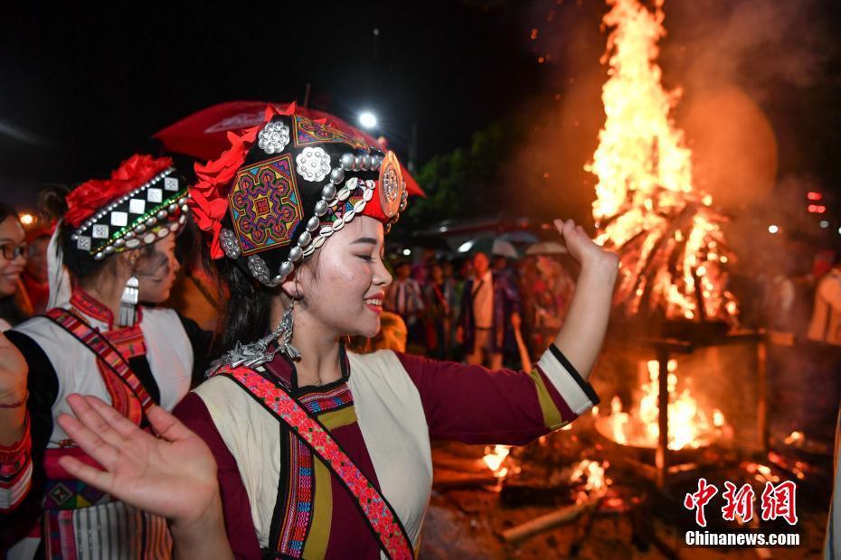昆明庆祝彝族火把节