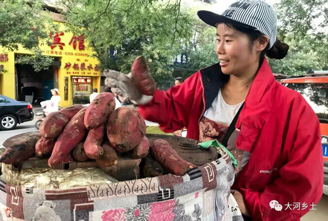 39岁大姐凭三轮车卖烤红薯10年养家