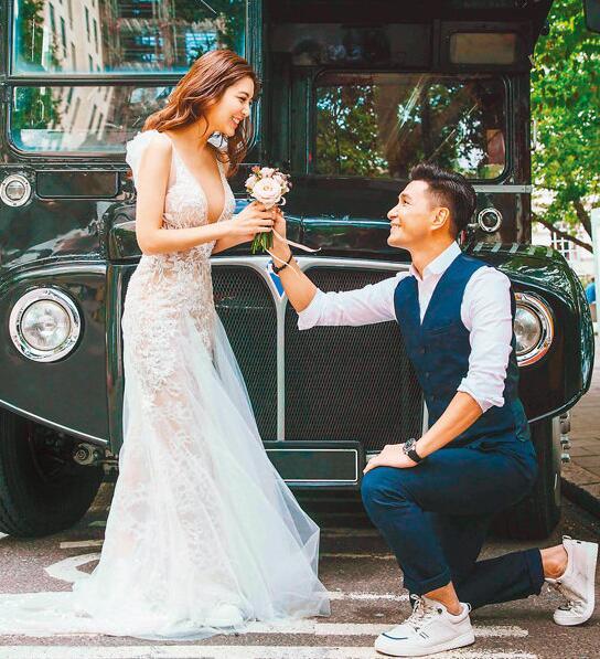 陈展鹏向单文柔求婚超花心思 10月将举行婚礼