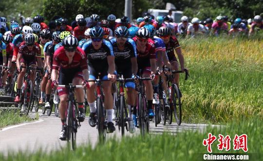 百余名车手竞技第九届环鄱阳湖国际自行车大赛