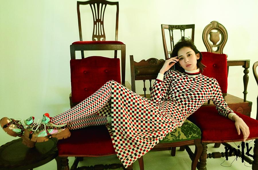 娜扎解锁香港杂志封面 港风chic!复古少女诠释另类病娇