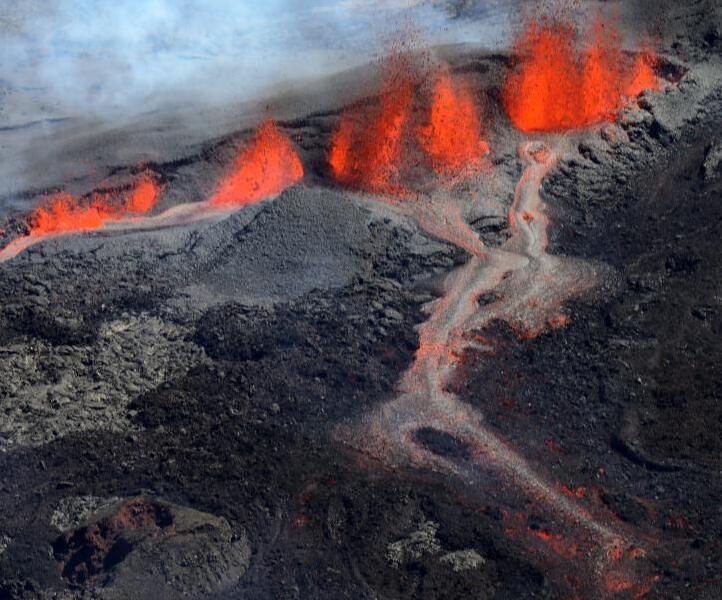 法属留尼旺岛火山喷发