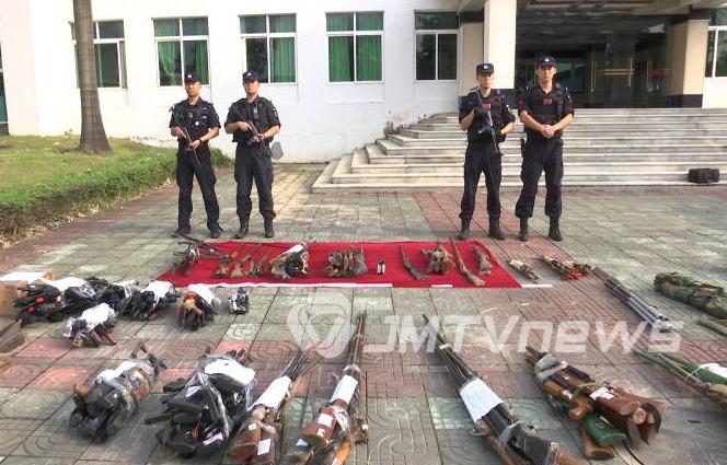 大发国际市集中统一销毁一批非法枪爆物品