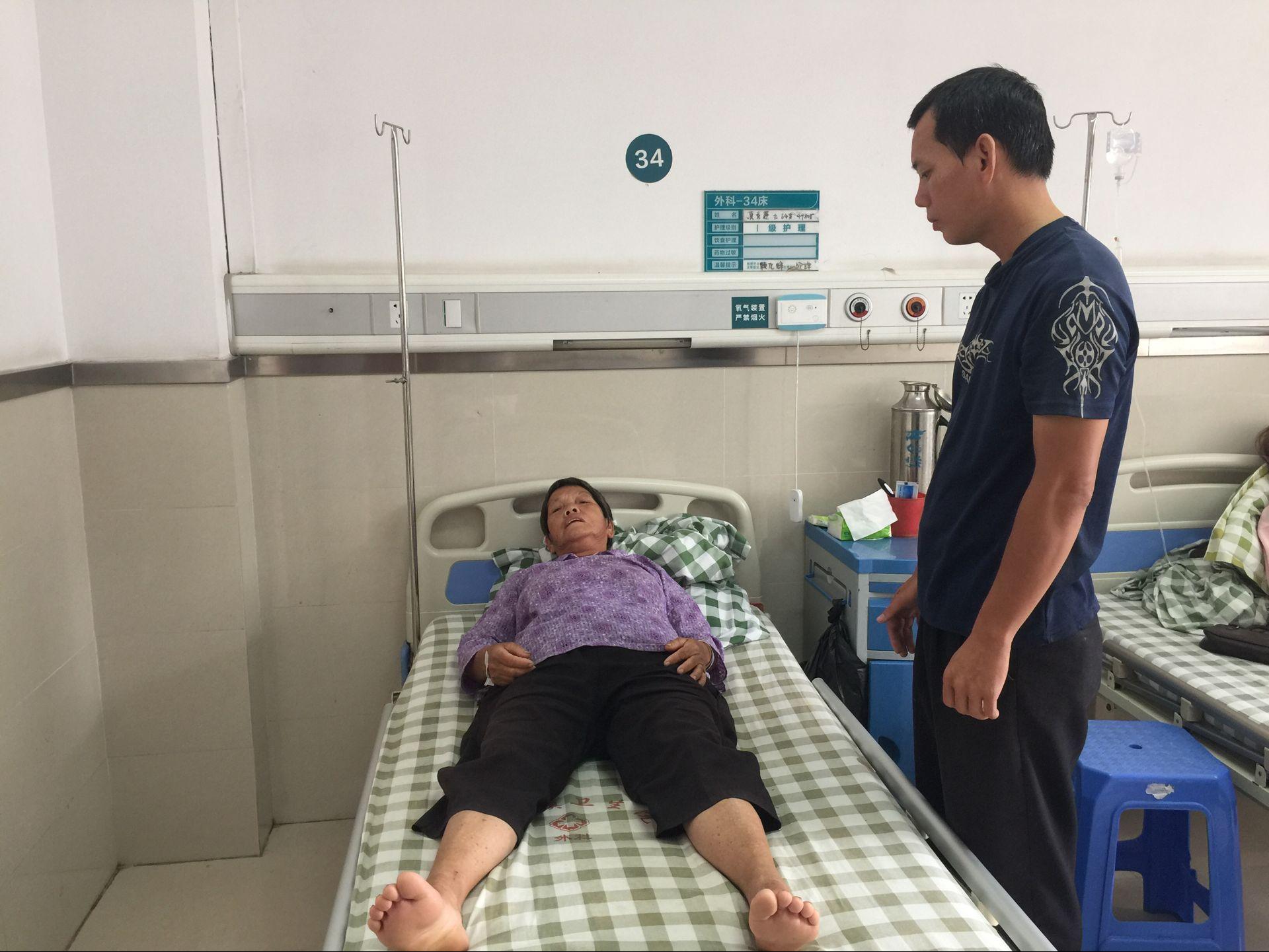 江门6旬老人被摩托车撞伤 家人急寻目击者