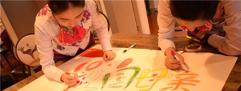 重庆客运段动车二队团员青年为祖国母亲庆生