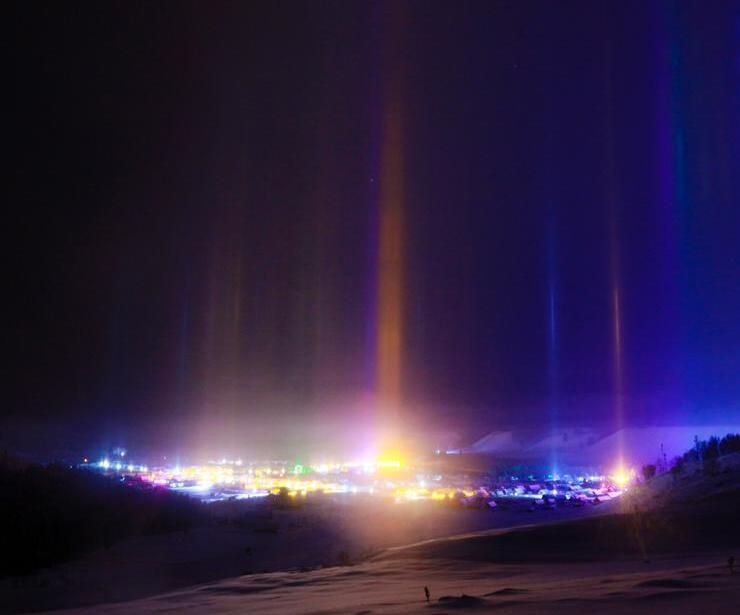 新疆多次出现寒夜光柱