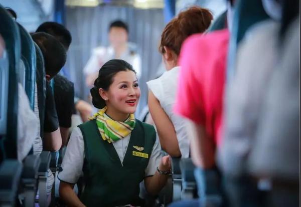 """春秋航空开通""""无成人陪伴儿童""""线上申请、预订,为国内首家"""