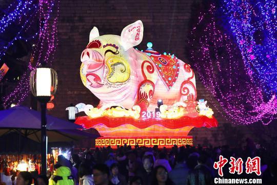 南京张灯结彩迎春节