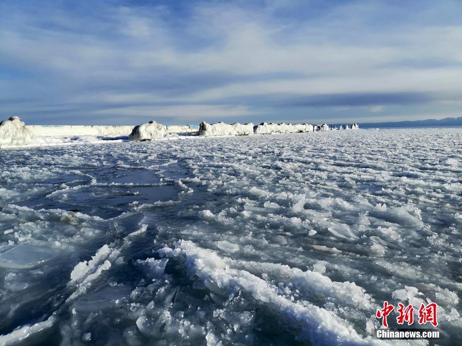 青海湖进入冰封季