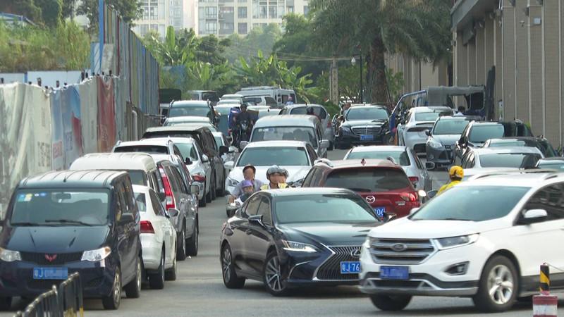 蓬江區星匯名庭旁道路擁堵嚴重 居民希望盡早開通廣場西延長線
