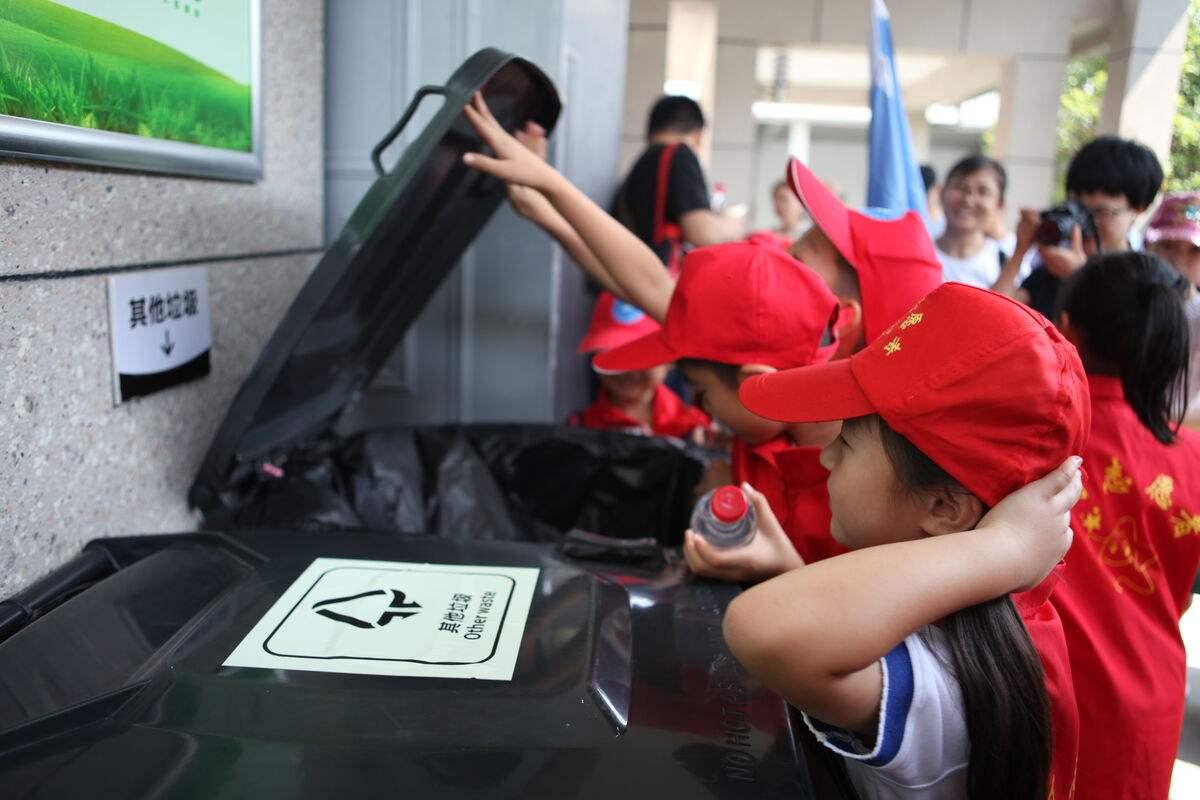 深圳万名垃圾分类小督导员上岗 覆盖1000多个分类点