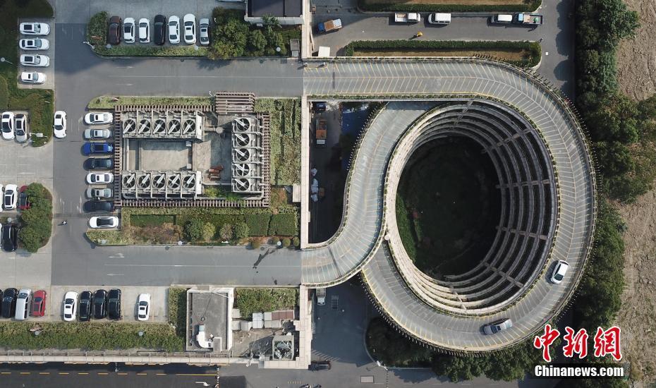 杭州楼顶停车场走红