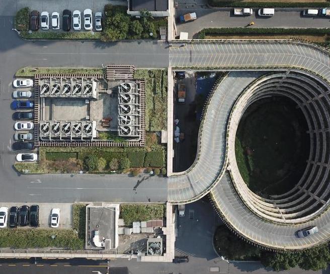 杭州楼顶停车场走红网络