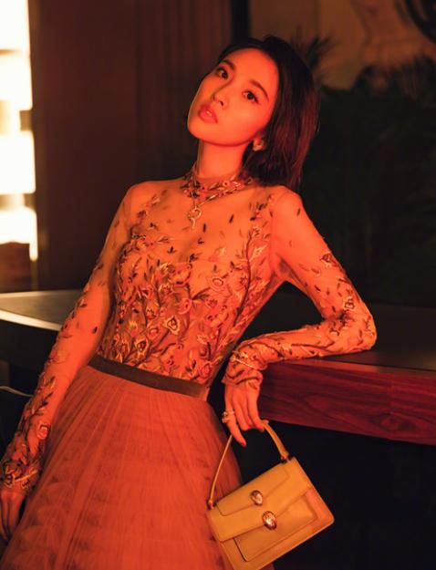唐艺昕仙女范十足 造型犀利时尚