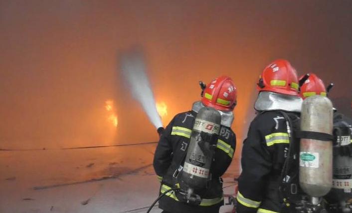 蓬江区荷塘一工厂?#23548;?#21457;生火灾 幸无人员伤亡