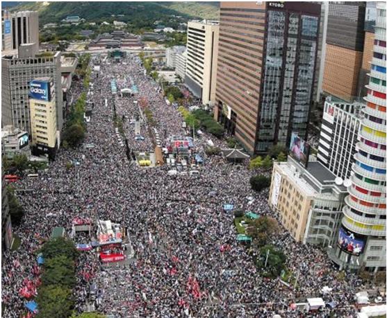 """""""青瓦台魔咒""""?首尔市中心数十万人集会,要文在寅下台"""
